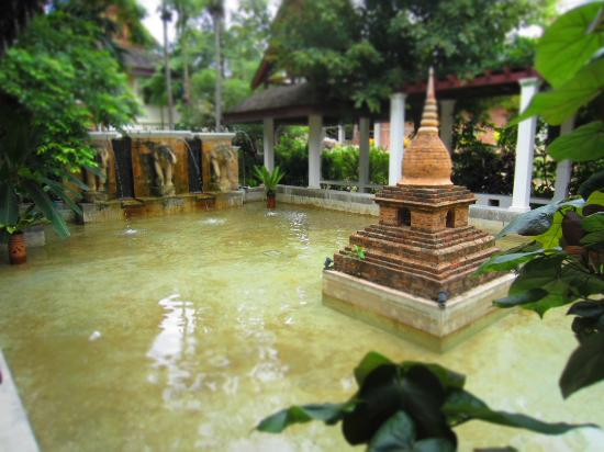 Khum Phaya Resort & Spa, Centara Boutique Collection: a pond by the lobby