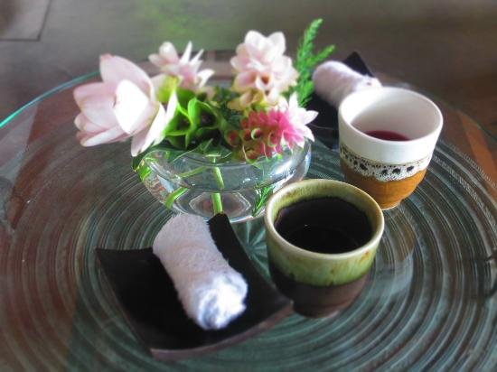 Khum Phaya Resort & Spa, Centara Boutique Collection: welcome drink & cold towel