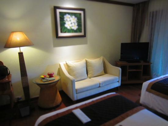 Khum Phaya Resort & Spa, Centara Boutique Collection: sofa in room