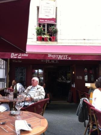 L'Auberge Saint Pierre : bistrot de la place