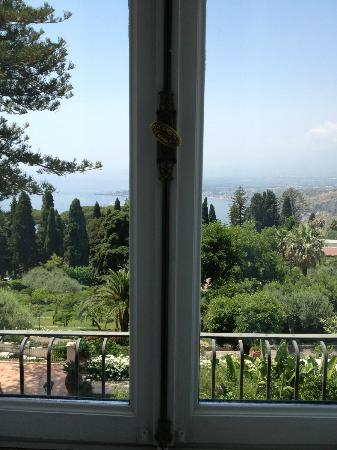 Belmond Grand Hotel Timeo: The view from our bathroom
