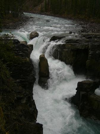 Sunwapta Falls and Canyon: Sunwapta Upper Falls