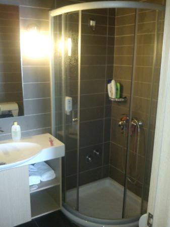 Anastasia Hotel Karystos: Το μπάνιο