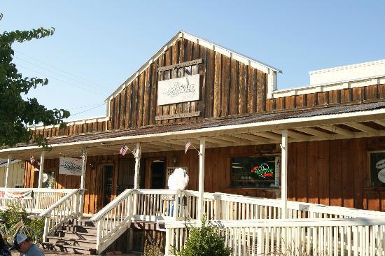 Hampton Inn & Suites Temecula: Rootbeer store  - 100's of sodas