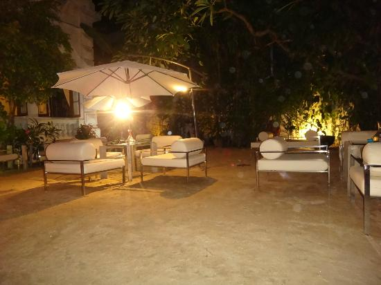 CASA Colombo Collection: Outdoor Dining