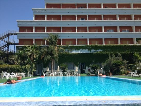 Grand Hotel Dei Templi : vista dalla piscina