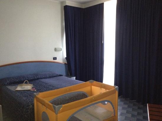Meripol Hotel : camera primo piano standard