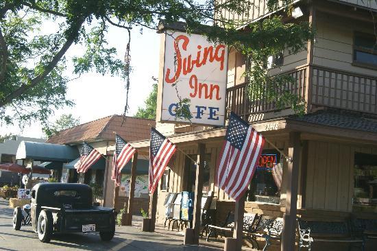 هامبتون إن آند سويتس تيميكولا: Swing Inn Cafe