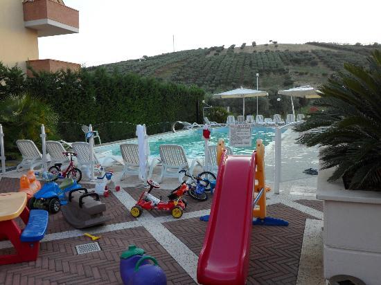 Hotel Ristorante Villa Elena : piscina Hotel Villa Elena