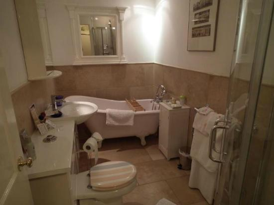 Trafford Bank Guest House: Our lovely bathroom