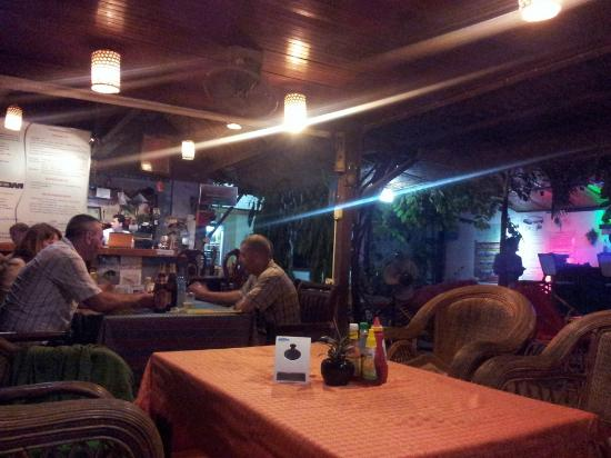 Happy Guest House: Nice restaurant
