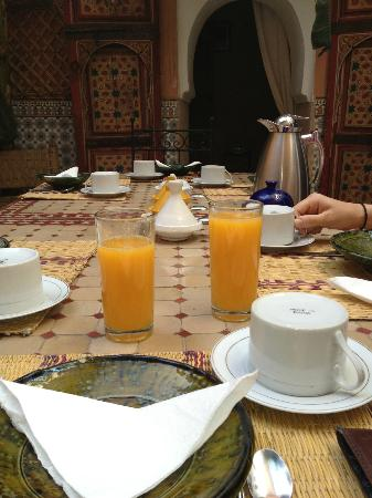 Riad Ineslisa: Breakfast about to be served