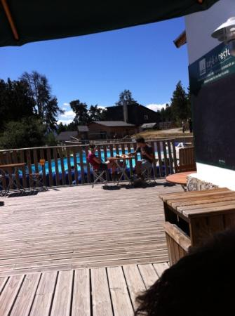Huttopia Font-Romeu : Stunning but empty terrace at lunchtime - staff turned customers away.