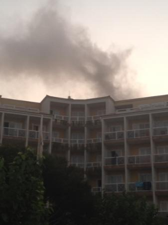 Globales Club Almirante Farragut: Hotel fire 19/8/12. No fire alarm and no evacuation. Scary stuff.