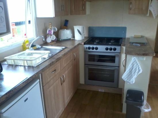Cayton Bay Holiday Park - Park Resorts: Kitchen