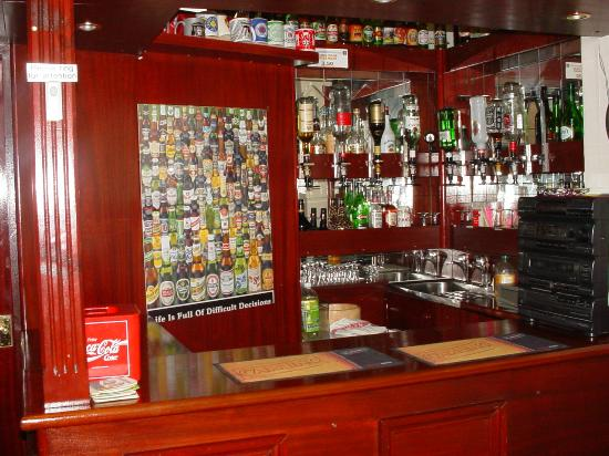 The Hornby Villa: The lovely bar in the dinning area!