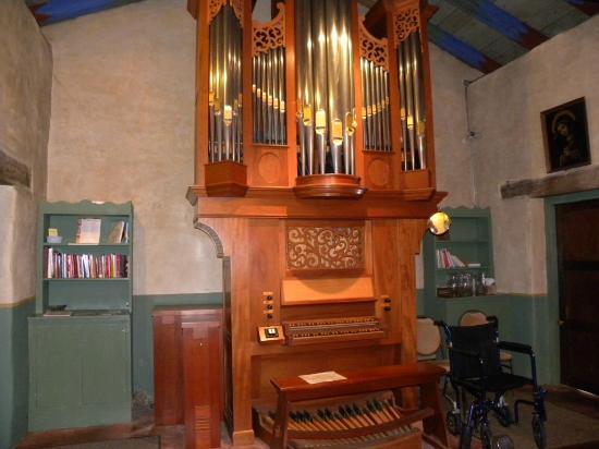 San Carlos Borromeo de Carmelo Mission: Organo