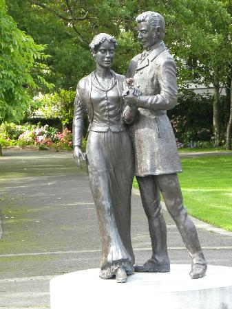 Tralee Town Park: Rose of Tralee statute