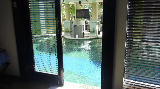 Villa Seminyak Estate & Spa: not a long swim to pool bar