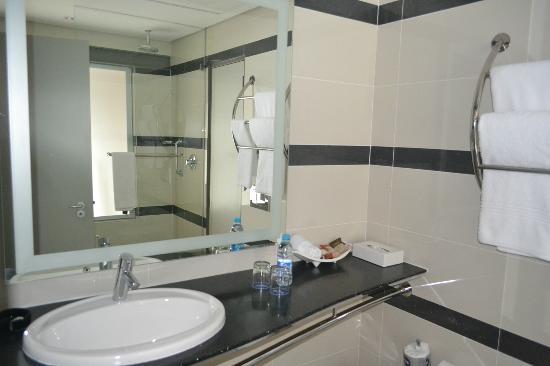Protea Hotel by Marriott Cape Town Victoria Junction: bathroom