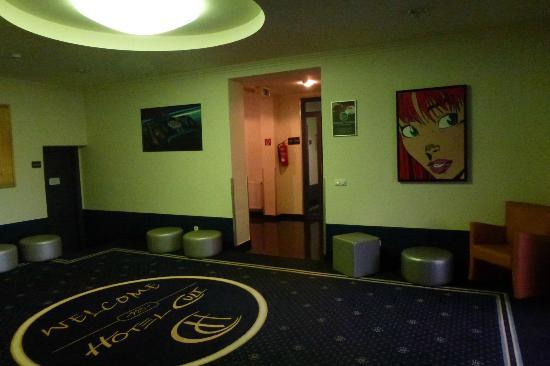 Hotel Cult: hallway