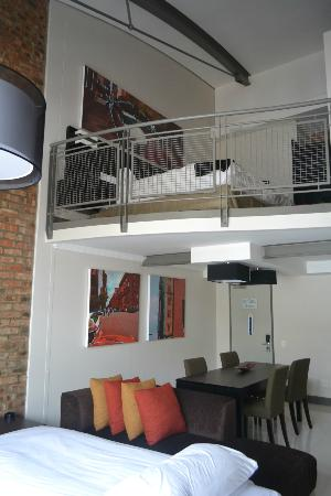 Protea Hotel by Marriott Cape Town Victoria Junction: loft room main bedroom with ensuite