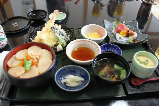 Denen Watariten : ほたてご飯の定食は、天ぷらに刺身も・・・