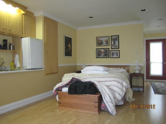 The Worn Doorstep: bedroom