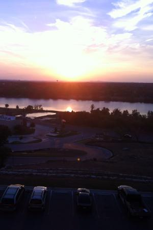 La Quinta Inn & Suites Marble Falls: Sunset from the balcony...totally relaxing!! AWESOME!