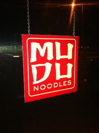 MU Du Noodles: Insegna Mu Du