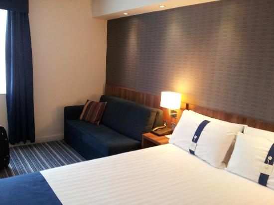 Holiday Inn Express Leeds East : Settee at side