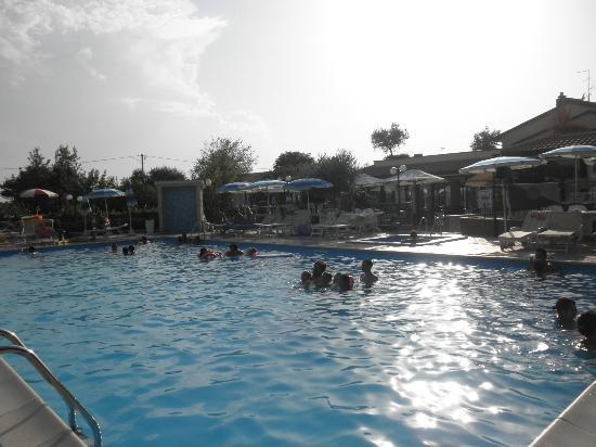 Bellaria-Igea Marina, Italia: piscina ampia!