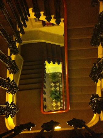 The Relish: What a beautiful staircase
