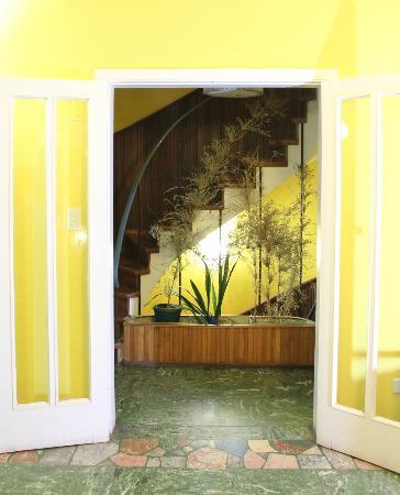 Punto Sur Hostel: La entrada al comedor