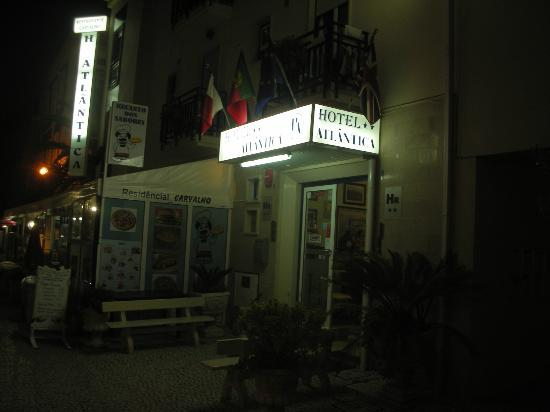 Atlantica : Visuale notturna dell'ingresso