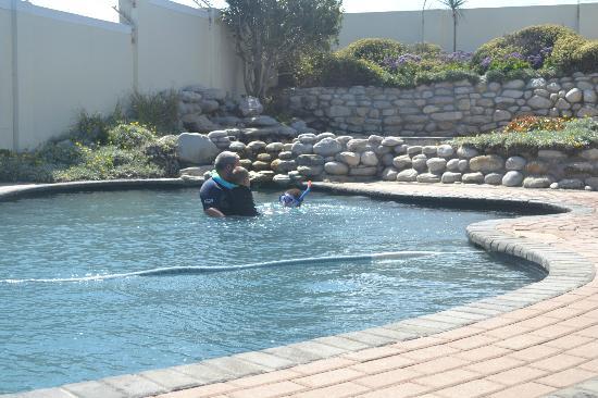 ذا بوتينج شيد جست هاوس: Pool 