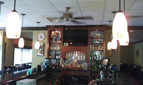 Vincente's Restaurant: Great Bar