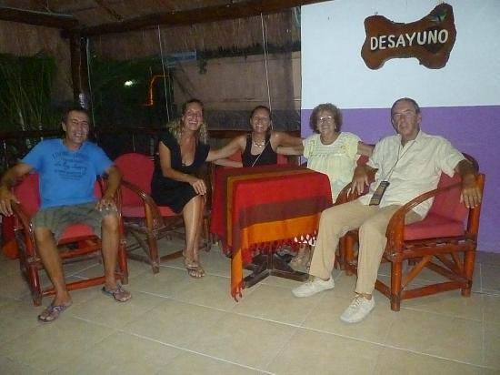 أوتل ريزيدنزا لا ماريبوسا: avec les patrons de l'hotel 
