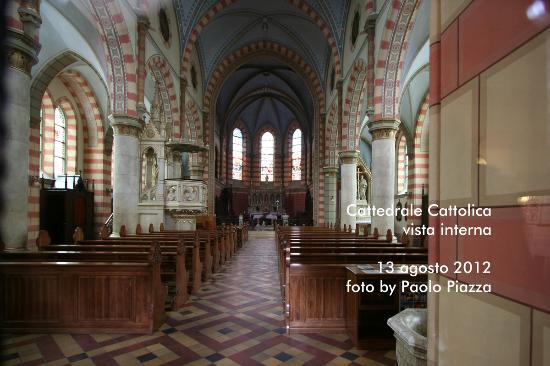 Katedrala Srca Isusova: Vista Interna Cattedrale Cattolica