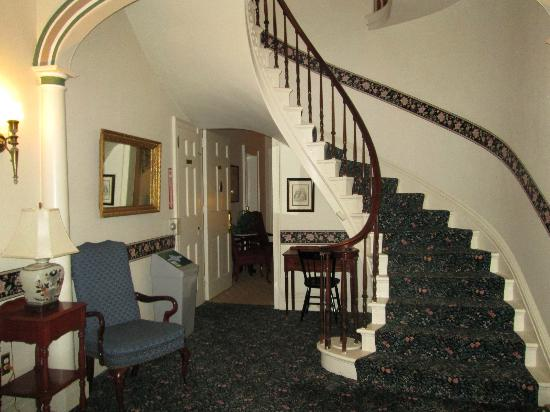 Middlebury Inn: Entry hall at Porter Mansion