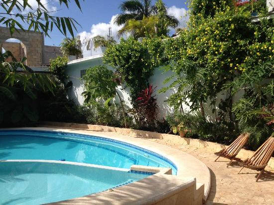بوزادا يوم كين هوتل: Pool 