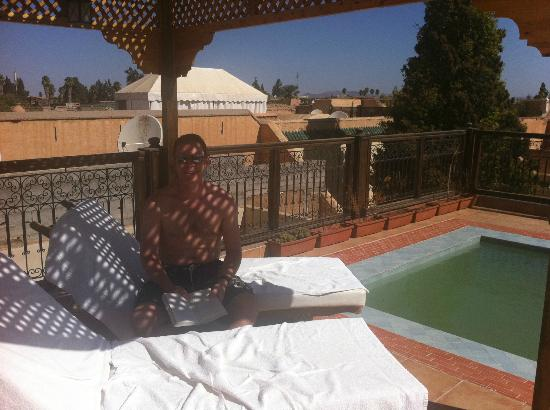 Riad BB Marrakech: Sunbeds by the plunge pool