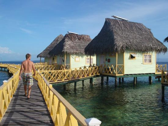 Punta Caracol Acqua Lodge: Outside of bungalows