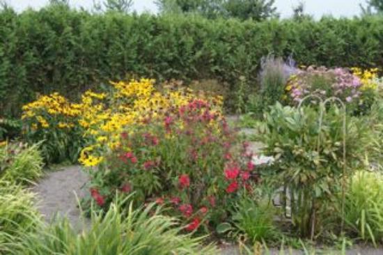 Angeline's Inn: gardens