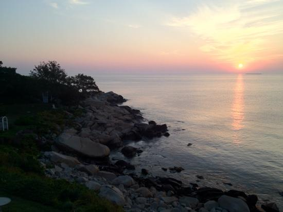 The Quarterdeck Inn by the Sea: sunrise from balcony