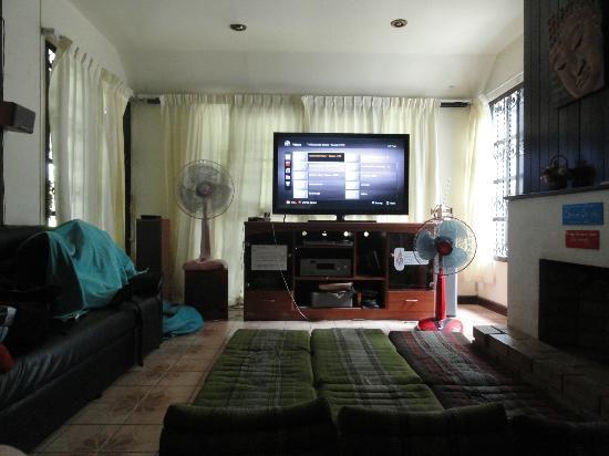 Spicythai Backpackers: TV in the livingroom