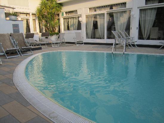 Hotel Capri: PISCINA CARUCCIA