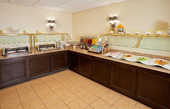 DoubleTree by Hilton Santa Fe: Breakfast Bar
