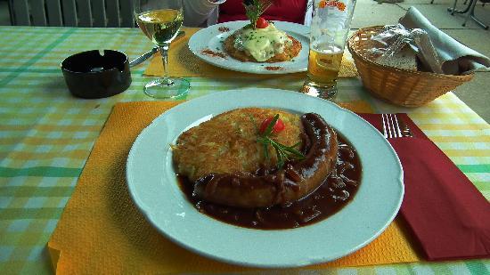 Restaurant Rossli: Bratwurst mit rösti und zwiebelnsaus