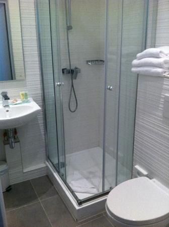 Best Western Prince Montmartre: bagno con doccia